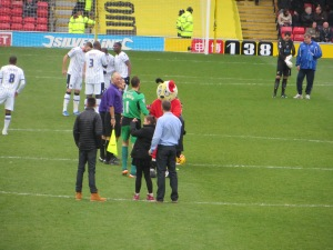 Harry Hornet and Almunia prior to kick-off
