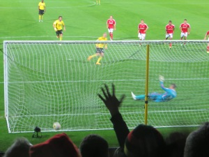 Vydra scores the penalty past Darlow