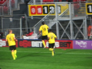 Munari running to celebrate his goal with the bench
