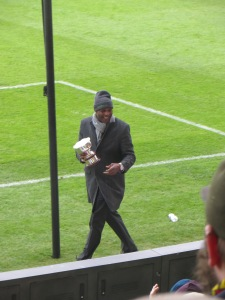 Luther shows his trophy to the Rookery