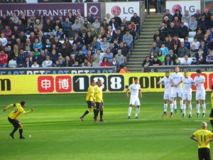 Capoue beats the Swansea wall