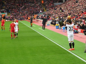 Amrabat and Coutinho await Janmaat's throw-in