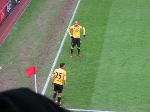 Guedioura 'assisting' Holebas at a corner